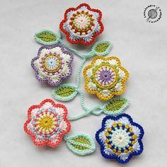 🌼🌺🌻🌹🌸🌿 #flores #hojas #primavera #spring #ganchillo #crochet #uncinetto #virka #häkeln #crocheting #crocheted #instacrochet… Bunting Garland, Garlands, Close To My Heart, Crochet Flowers, Doilies, Ladybug, Lana, Crochet Earrings, Valentines