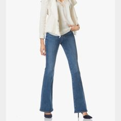 NWT Frame denim Le High flare jean Sunset Plaza 29 New with tags Frame Le High Flare in Sunset Plaza wash, size 29.  Price firm. Frame denim Jeans Flare & Wide Leg