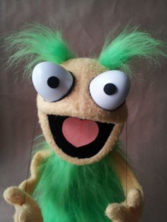 interesting way to make hands move!.......FUZZBRAINS handmade puppets by David Stephens (yellow/green)