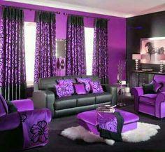Sala violeta y negra