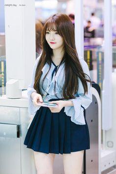 Ji Sun - 지선 #kpopirlgroup #fromis_9 #jisun #otfit #fashion #지선 #프로미스나인 @delightday_JS |Reup by #WeMe <DO NOT EDIT> Kpop Girl Groups, Korean Girl Groups, Kpop Girls, Formal Hairstyles For Long Hair, Long Hair Styles, Cute Girls, Cool Girl, Korean Airport Fashion, Pretty Asian