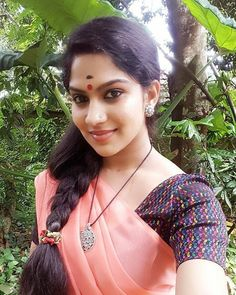 Beautiful Blonde Girl, Beautiful Girl Indian, Beautiful Indian Actress, Beautiful Females, Beautiful Saree, Cute Beauty, Beauty Full Girl, Beauty Women, Long Indian Hair