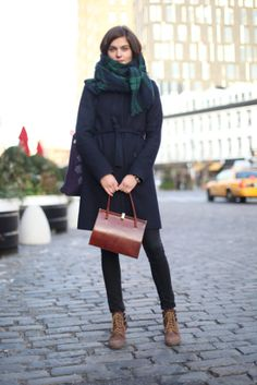 Pin for Later: What Winter Street Style Looks Like Right Now If you're prep through and through, you'll appreciate this checked scarf and structured satchel. Outfits Otoño, Cool Outfits, Tweed, Checked Scarf, Winter Outfits For Work, Street Style Looks, Bleu Marine, Street Chic, Autumn Winter Fashion