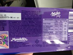 Milka 2/3: Shodou okolností jsem koupil čokolády se stejnou expirací, ovšem různé šarže. Oslovil jsem kamaráda a odborníka na čárové kódy, Michala Muchu z firmy Mongu, aby mi pomohl rozluštit rozdílné EAN kódy dvou jinak stejných čokolád. Dozvěděl jsem se, že za Milkou stojí švýcarská firma Mondelez (překvapivě), přestože obal říká, že čokoláda byla vyrobena v Německu.