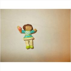 CABBAGE PATCH KID! PVC FIGURE!!!! BROWN HAIR GIRL! BLUE DRESS!!!