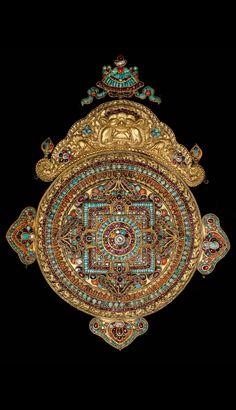 Tibetan Buddhist Mandala, Nepal (gold and gemstones) Tibetan Mandala, Tibetan Art, Tibetan Buddhism, Buddhist Symbols, Buddhist Art, Sacred Symbols, Ancient Jewelry, Antique Jewelry, Art Ancien