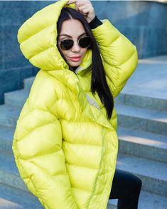 Модные женские пуховики сезона осень-зима 2019/2020 года | Новости моды Puffer Jackets, Winter Jackets, Winter Coats, Hooded Winter Coat, Cool Girl, Hoods, Jackets For Women, Womens Fashion, Porn
