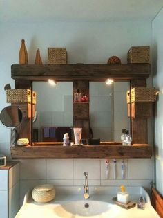 If you want to see different styles, go to the embellished and modern bathroom pages. Ideas of rustic bathrooms so as to be inspired. Diy Bathroom Decor, Diy Home Decor, Pallet Shutters, Bathroom Remodel Pictures, Palette Deco, Rustic Bathrooms, Modern Bathroom, Diy Pallet Projects, Home Renovation