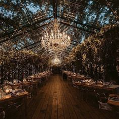 Fairy lights & Chandeliers are so utterly romantic! #regram @diewoud @fleurlecordeur @blankcanvaseventdesign @diewoud Photo…