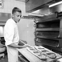 Matthieu Favier, chef boulanger du Bristol Paris. Photo François Goizé