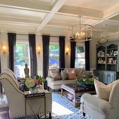 High Ceiling Living Room, Glam Living Room, Living Room Seating, Cozy Living Rooms, Formal Living Rooms, Home And Living, Living Room Decor, Salons Cosy, Fireplace Bookshelves