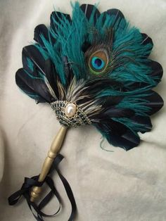 Peacock feather fan for bridesmaids Peacock Decor, Peacock Colors, Peacock Theme, Peacock Feathers, Peacock Art, Feather Art, Antique Fans, Vintage Fans, Hand Held Fan