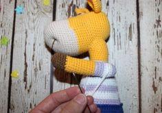Naughty giraffe amigurumi pattern - fixing arms