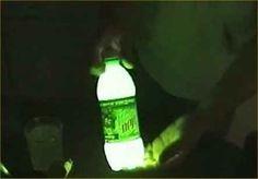Außerdem: Mountain Dew + Backpulver + Peroxid = Laterne.