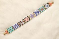 Quilt Lovers Bracelet by chicadeecreations on Etsy Seed Bead Crafts, Beaded Crafts, Seed Bead Jewelry, Beaded Jewelry, Loom Bracelet Patterns, Bead Loom Bracelets, Bead Loom Patterns, Bead Loom Designs, Bead Crochet
