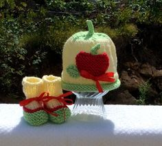 Big Apple New Baby Hat and Bootie Set by jwickey on Etsy