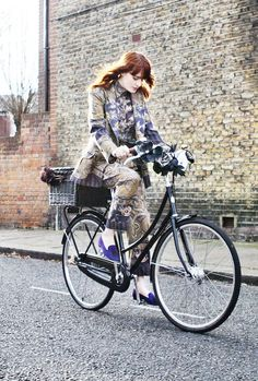 Florence Welch, bicycle, bike, riding, ride, woman, female, brick, wall, road, street, wheels, fashion, photo.