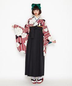 【楽天市場】【卒業式・袴レンタル】「縞バラ(オフホワイト)」卒業式 袴 レンタル 女 安い 女性 袴セット 先生 教員卒業式 2尺袖着物&袴フルセットレンタル:ふりふ Yukata Kimono, Japanese Outfits, Japanese Kimono, Japanese Culture, Kimono Fashion, Gothic Lolita, Costume Design, Traditional Outfits, My Style
