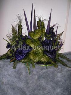 Flax flower arrangement. Flax Weaving, Basket Weaving, Flower Arrangement, Floral Arrangements, Flax Flowers, Maori Designs, Church Flowers, Flower Corsage, Purple Wedding