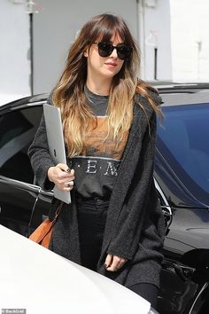 Dakota Johnson looked at ease as she stepped out in Los Angeles on Thursday after hitting a salon. The actress showed off her long legs as she made her way through the parking lot. Dakota Johnson Street Style, Dakota Style, Dakota Mayi Johnson, Johnson Family, Corte Y Color, Cool Outfits, Fashion Outfits, Models, Black Jeans