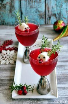 Rudolph's Cranberry: Cranberries, Rosemary, Gin, Cranberry Juice, Sweet Vermouth, Champagne, Marshmallow, Cloves.