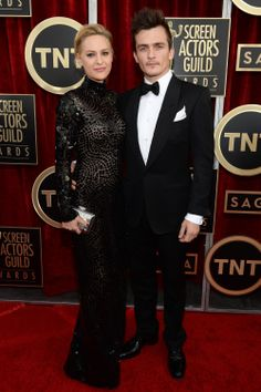 The very dashing Rupert Friend is our latest #GCC2014 recruit, as he attended the Screen Actors Guild Awards at the weekend in a eco TOM FORD tuexedo!   Rupert joins the ever-growing list of male Green Carpet Challengers, which includes Jon Krasinski, Bradley Cooper, Javier Bardem, Kenneth Branagh, Michael Fassbender, and of course, Colin Firth.  http://www.eco-age.com/rupert-friend-joins-the-gcc-in-tom-ford/