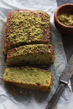 christelle is flabbergasting : blog de recettes de cuisine, bonnes adresses à Montréal: Cake à la pistache {et le livre Les Touilleurs à gagner !}