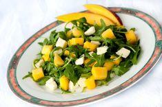 Rucola-Mozzarella-Salat mit Mango schmeckt himmlisch. Die Zutatenkombination mit Rucola, Mozzarella und Mango sorgen für einen besonderen Geschmack. Sollte man unbedingt mal probieren.