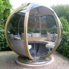 The rotating sphere seater can accommodate 7 guests and has the advantage of rotation, to position the entrance into the sun or shade, or out of a chilly wind