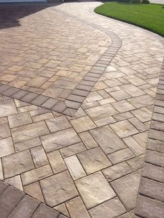 Mounting a Block or Paver Walkway – Outdoor Patio Decor Outdoor Patio Pavers, Paver Walkway, Outdoor Tiles, Brick Pavers, Concrete Patio, Walkways, Front Walkway, Backyard Patio Designs, Backyard Landscaping