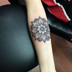 #tattoo #mandala #blackworkers #dotwork #blacktattoo