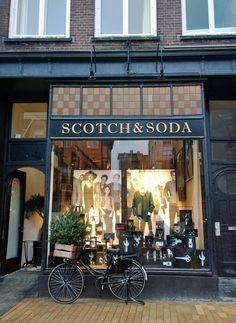 Scotch & Soda (met bijpassende fiets en kerstboom!), Grote Markt 48, Groningen.