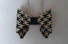 """un petit collier noeud papillon"""" delicas peyote pied de poule perles tissées miyuki"""