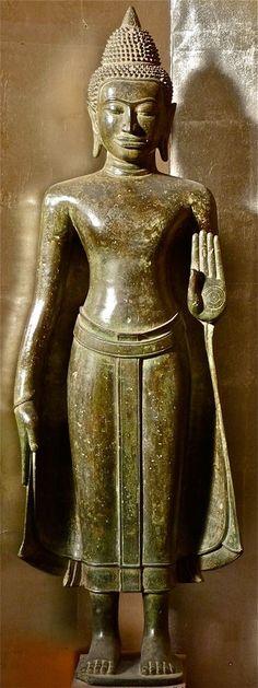 Large bronze Buddha on Classic Art Buddha Face, Buddha Zen, Gautama Buddha, Buddha Buddhism, Buddhist Art, Religious Icons, Religious Art, Standing Buddha Statue, Buddha Statues