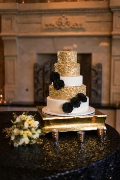 black and gold wedding cake stand your event solution www 4yes wedding and black 11813