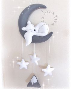 Baby Cribs Baby crib mobile Wolf sleeping moon Wallart by idaskreativa Baby Crib Diy, Baby Crib Mobile, Baby Mobiles, Baby Crafts, Felt Crafts, Diy And Crafts, Baby Decor, Nursery Decor, Felt Mobile