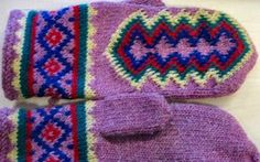 Another color version of the traditional Finnish Inari mittens from Lapland, Finland | Punomo - Tee itse - Neulonta - LAPIN LAPASET - INARIN KINTAAT / ROVANIEMI-LAPASET