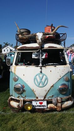 VW Bus @ Utah VW Classic - Riverton Utah Sept. 2014 Over 205 VW's made an appearance. Thanks to the Utah Transporter Association for making an amazing show! photo by @vwsouthtowne