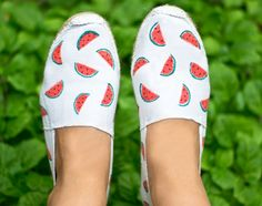 Do your watermelon espadrilles KIT Painted Sneakers, Painted Shoes, Espadrilles, Watermelon Outfit, Watermelon Designs, First Day Of School Outfit, Shoe Art, Handmade Accessories, Diy Kits