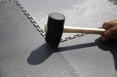 Wir zeigen euch wo der Hammer hängt. Die Verlegezeit unser PVC Fliesen ist kaum zu schlagen. Garage Boden, Sweet Home, Simple, House Beautiful