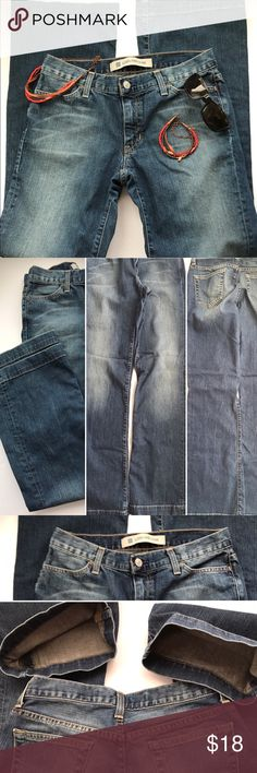 Gap long and lean 4R Great gap jeans long and lean, please see pictures. Size 4R Rise is 8 inches, waist is 32 inches, inseam 32 inches.🚭 GAP Jeans