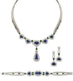 Set de bijuterii Cartier compus din colier / brăţară / cercei, vândut la licitaţia Christie's din Dubai, 29.04.2008. Aur 750 şi platină cu safire albastre, smaralde şi diamante.