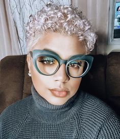 Bold Hair Color, Bright Hair, Hair Colors, Curly Hair Styles, Natural Hair Styles, Natural Beauty, Platinum Pixie, Natural Hair Inspiration, Short Styles