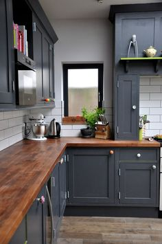black-kitchen-cabinets-with-colorful-knobs-and-wood-countertops.jpg (736×1108)