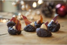 Riverford tea-soaked prunes with crispy bacon and toasted almonds Canapes Recipes, Appetizer Recipes, Appetizers, Christmas Canapes, Christmas Cocktails, Christmas Ideas, Party Canapes, Cocktail Sticks, Best Party Food