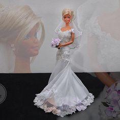 ⚜️Lilian Fialho 👰🏼❤️⚜ #Reeleitura #sammurakammi #bride #noiva #noivasdeluxo #dress #replicated #altacostura #hautecouture #dolls #weddingdolls #barbie #barbienoiva #barbiestyle #cerimonial #weddingplanner #photo #weddingphotography #fotografiadecasamento #art #artesanal #feitoamao #handmade #sougrato #fabulous #love #glam #fabulous #love #dreams