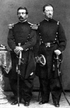 Dos Oficiales del Ejercito Chileno