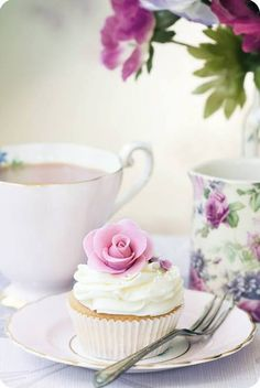 Afternoon cupcake tea!