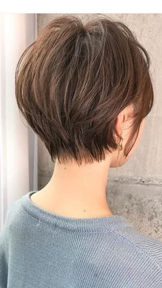 - Trend Hair Makeup And Outfit 2019 Asian Short Hair, Short Hairstyles For Thick Hair, Short Hair With Layers, Short Hair Cuts For Women, Layered Hair, Cheveux Courts Funky, Stacked Haircuts, Choppy Hair, Shot Hair Styles
