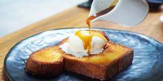Gourmandise intemporelle, le pain perdu sous sa forme traditionnelleest apparu en France au XIXème siècle. Depuis, il est sucré, salé et se pare de milles saveurs dans le monde entier. Découvrez en vidéo une astuce de Chef pour redonner de la douceur au pain dur. Le Chef Aurélien Banchereau du restaurant Le Ruban Bleu à la Baule vous propose son astuce pour faire du pain perdu au caramel. Le saviez-vous ? Longtemps considéré comme le